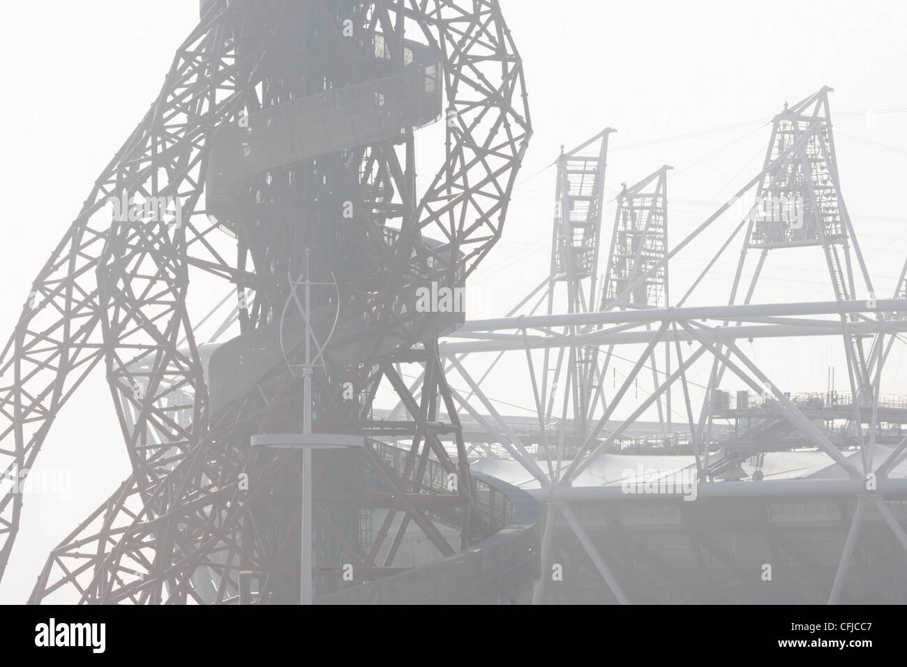 Structures of 2012 Olympic Park site showing The Orbit art tower and the main stadium at Stratford. The London Olympic - Stock Image