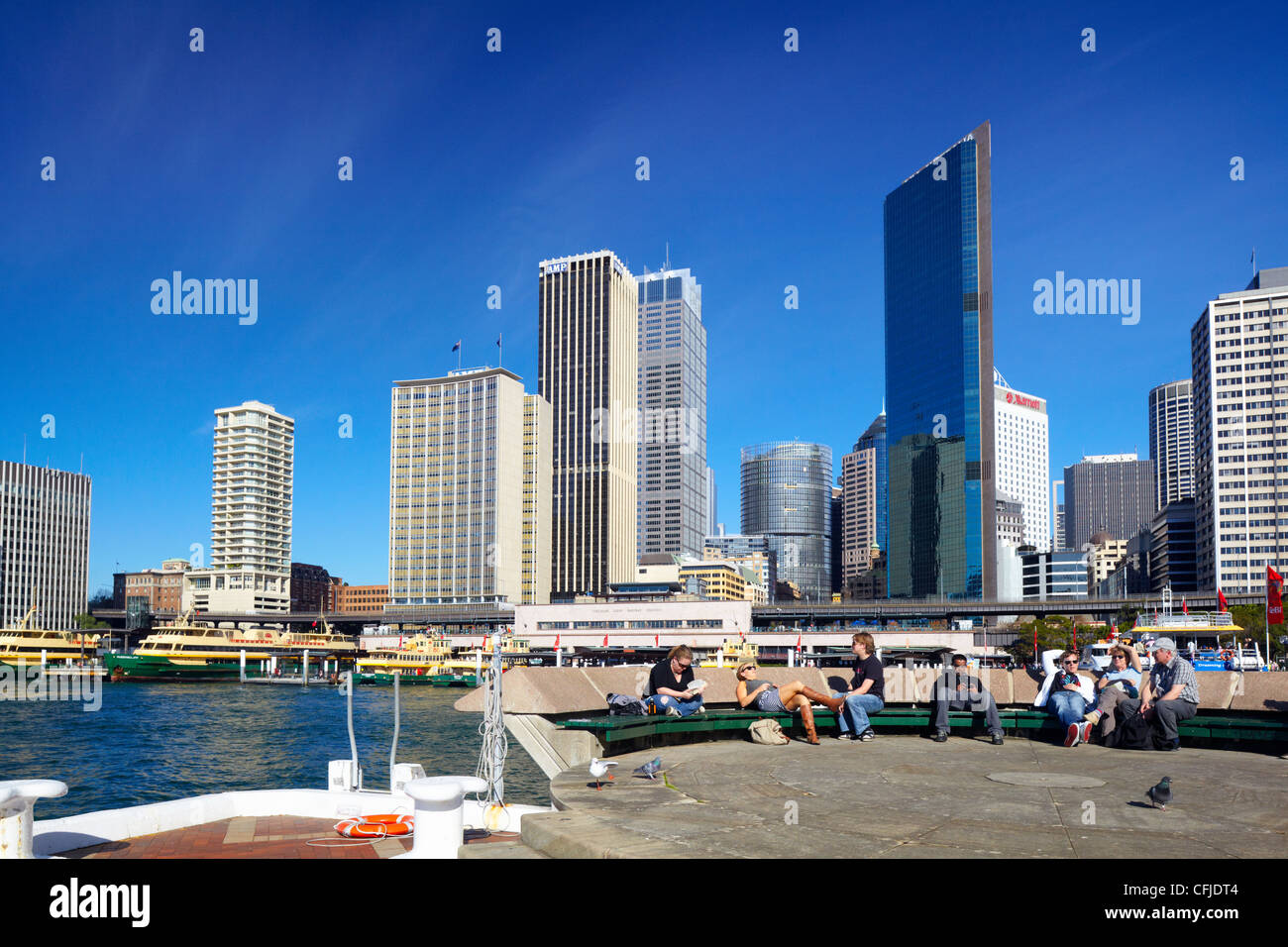 People relaxing at Sydney Cove, Australia - Stock Image