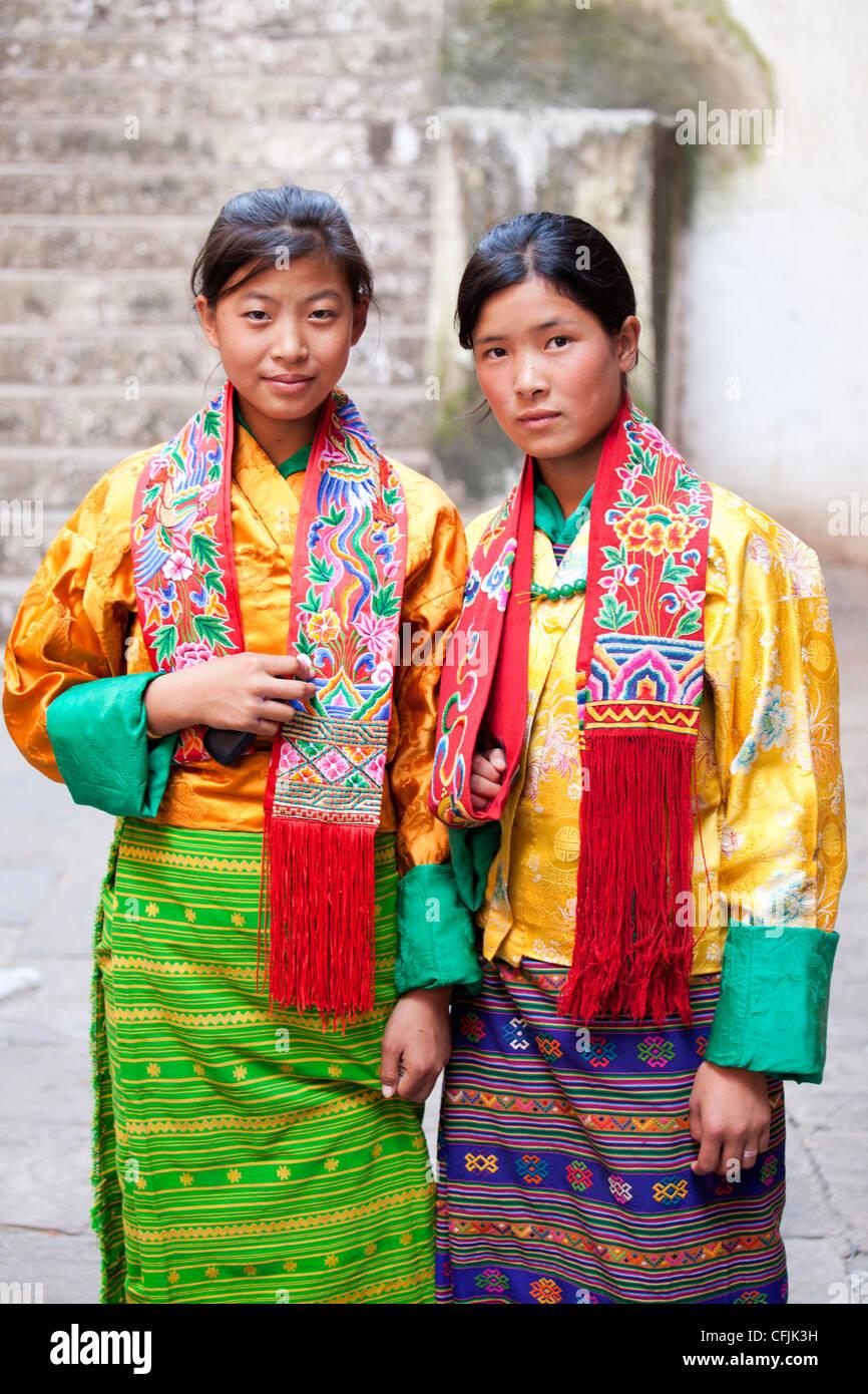 Two young woman, Wangdue Phodrang (Wangdi), Bhutan, Asia - Stock Image