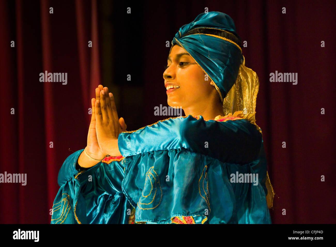 Girl performing the Mayura Vannama Peacock Dance in a tourist show at the Kandyan Arts Association Hall, Kandy, - Stock Image