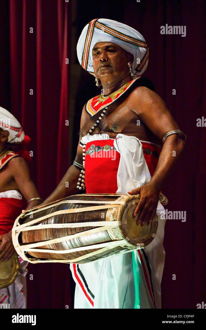 Drummer in a Pancha Thuryas Kandyan dance orchestra at tourist show in the Kandyan Arts Association Hall, Kandy, - Stock Image