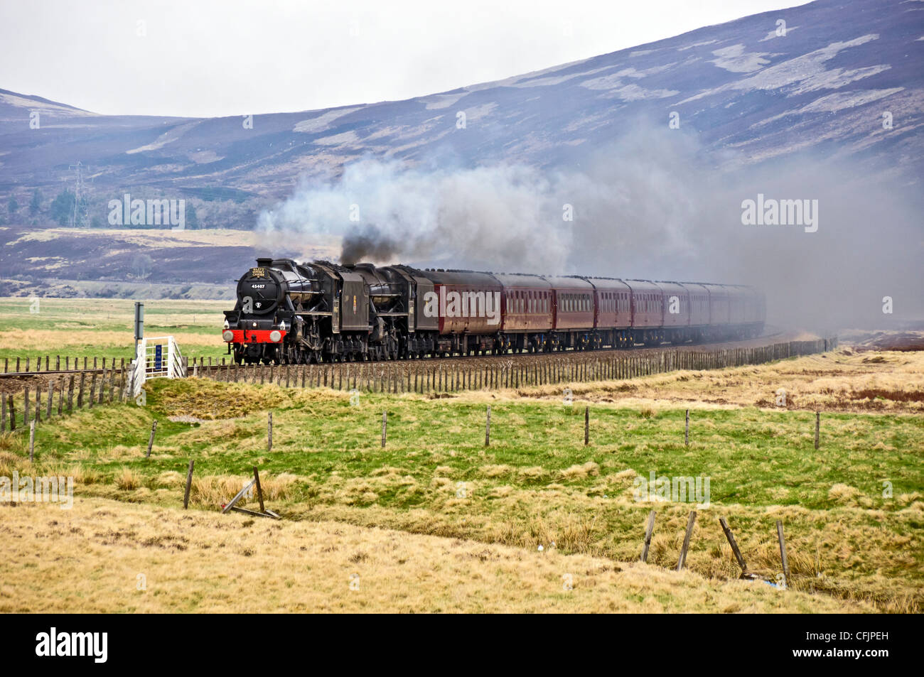 Double header with Black Five steam engines 45407 The Lancashire Fusillier and 44871 heading towards Dalwhinnie - Stock Image
