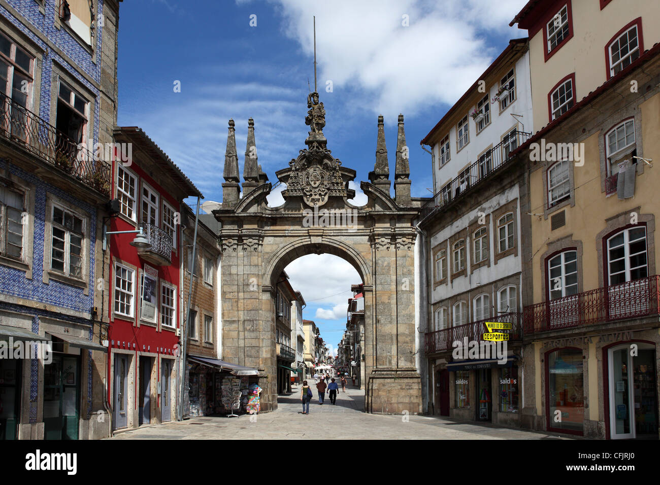 The Arco da Porta Nova, Baroque style city gate, and Rua Diogo de Sousa, Braga, Minho, Portugal, Europe - Stock Image