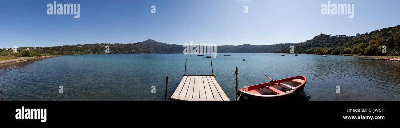 panorama of Lake Albano including pontoon and red rowing boat - Stock Image