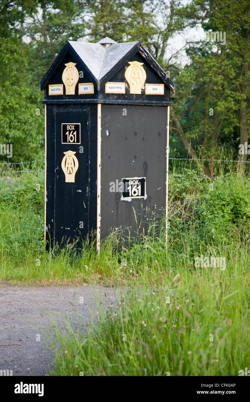 AA telephone box, traditional roadside kiosk box - Stock Image