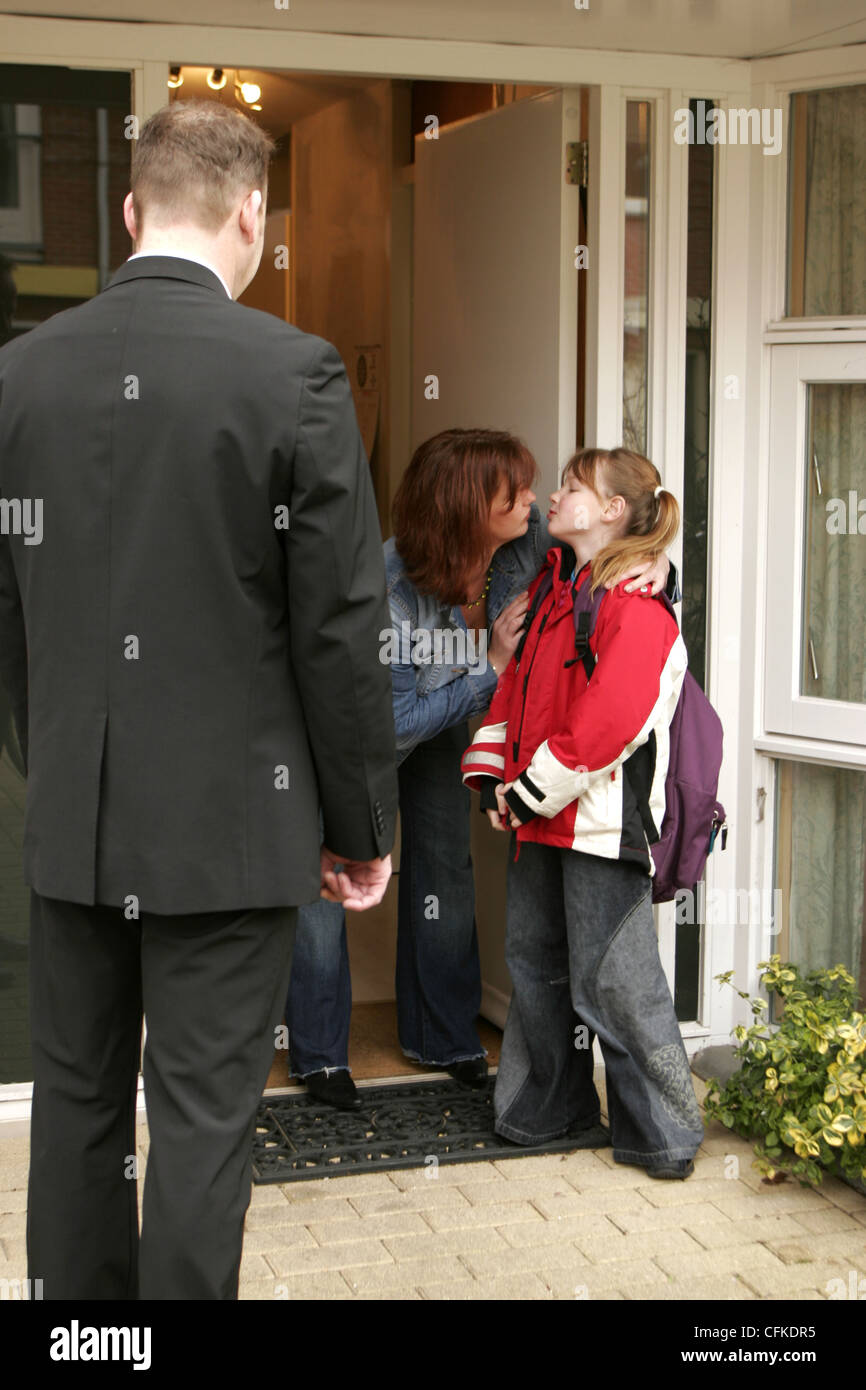 Shared Child Custody: Divorced dad picking up child for weekend visitation after divorce. - Stock Image