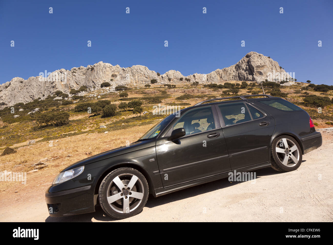 Saab 9-5 2.3 HOT Aero Turbo Automatic against a a backdrop of blue sky and rocky outcrops. Puerto del Vienta, Andalusia, - Stock Image