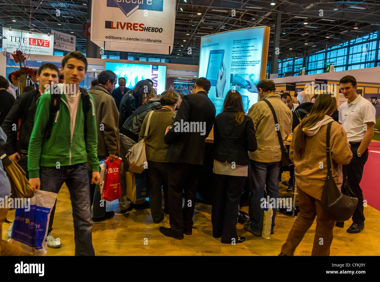 Paris, France, Crowd Queuing Young People Visiting