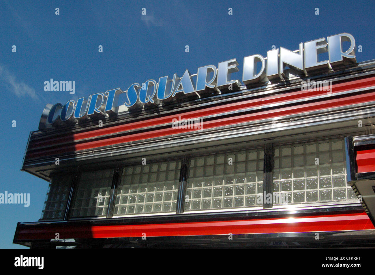The gleaming fifties-style Court Square Diner near MoMA PSI in Long Island City - Stock Image