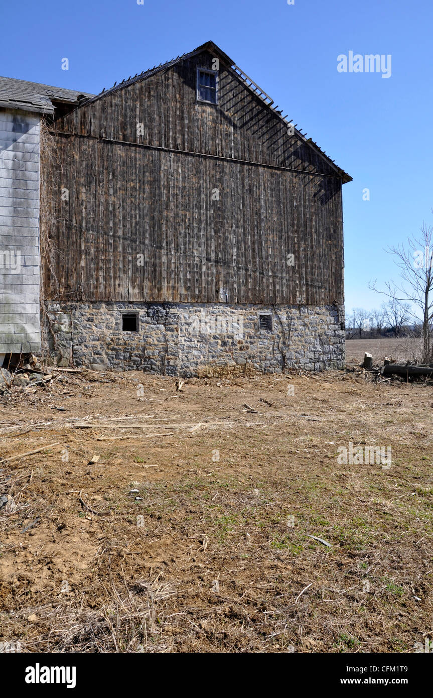 exterior of an old worn barn in eastern pennsylvania - Stock Image