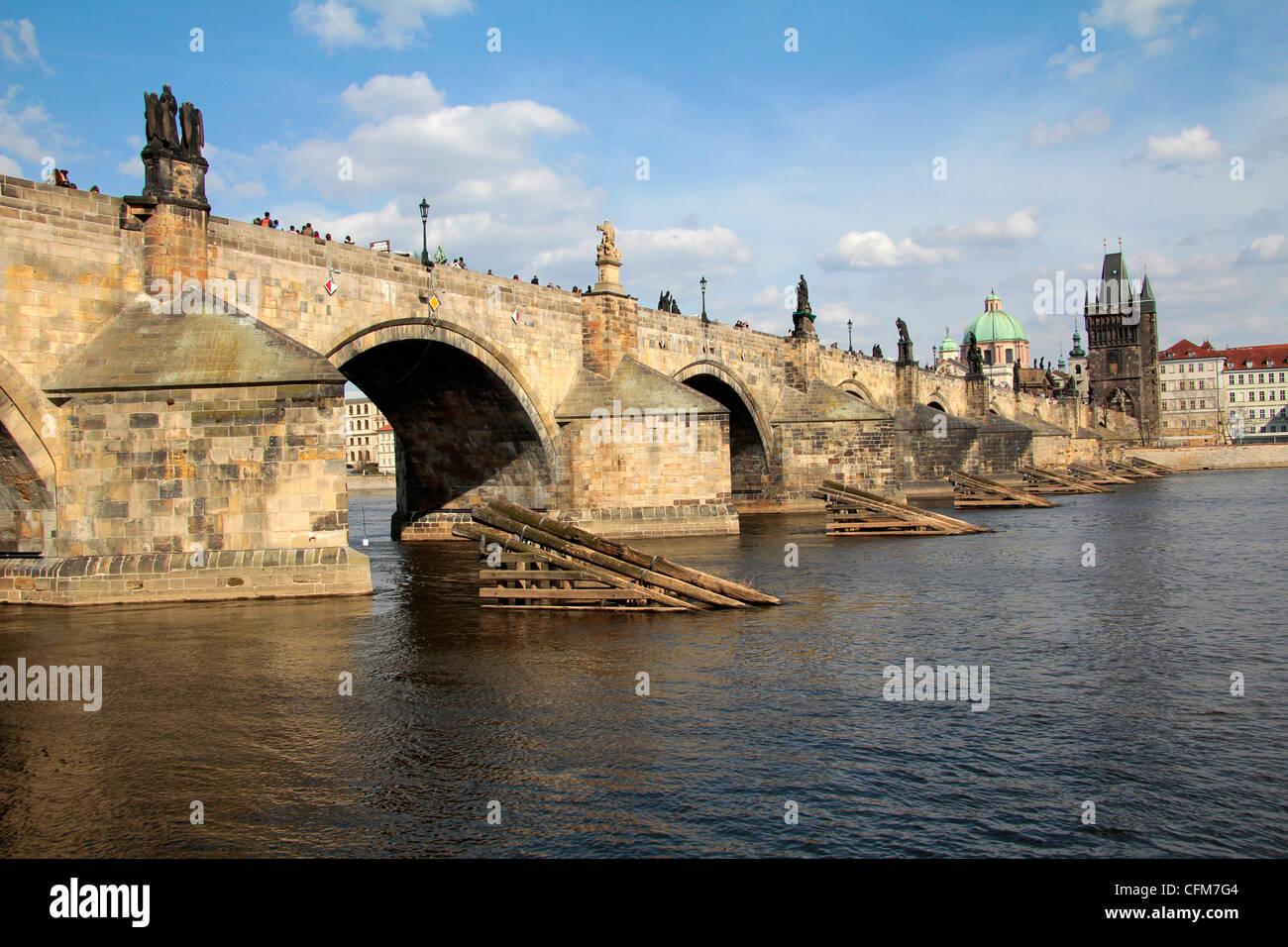 Charles Bridge over the River Vltava, UNESCO World Heritage Site, Prague, Czech Republic, Europe - Stock Image