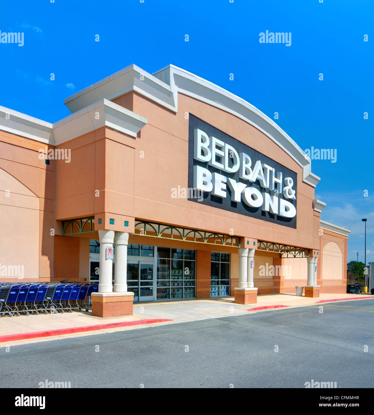 Bed Bath and Beyond is a mid-ranged domestic merchandiser of household objects in the USA. - Stock Image