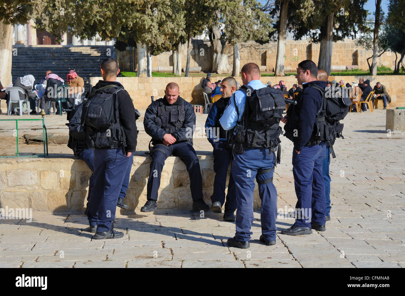 Israeli Border Police chat on the Temple Mount in the Old City of Jerusalem, Israel. - Stock Image