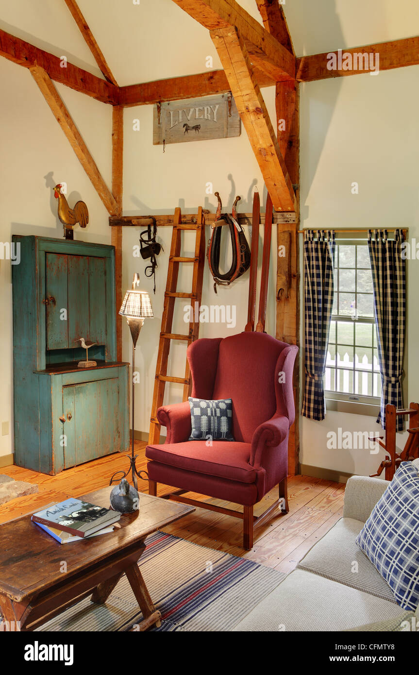 Sitting room in a Primitive Colonial style reproduction home - Stock Image