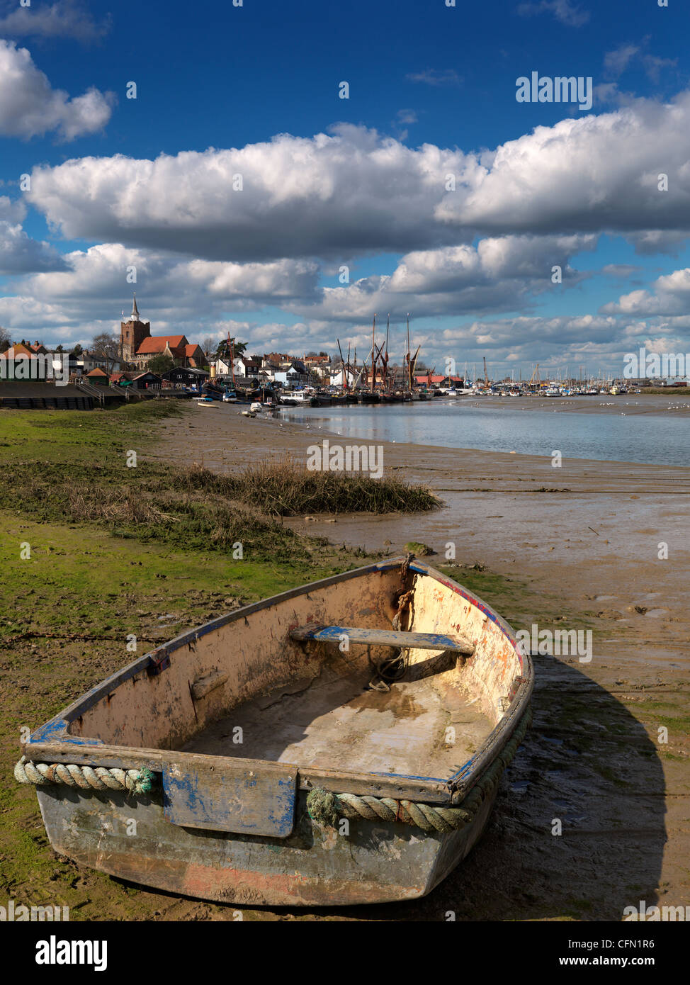 A small boat at Maldon on the Blackwater Estuary, looking towards Hythe Quay - Stock Image
