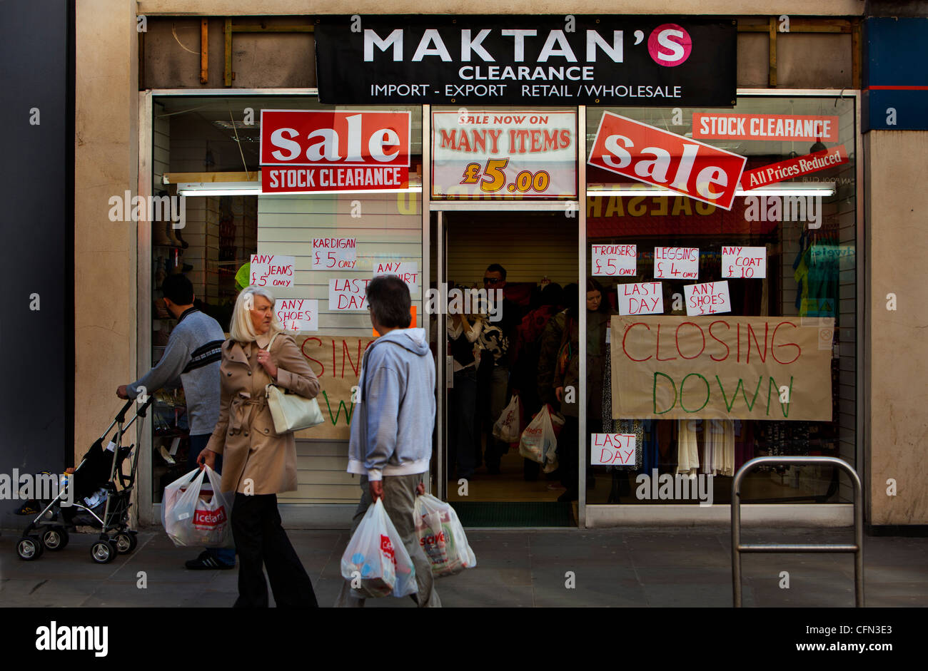 Clothes store closing down on King street, Hammersmith - Stock Image