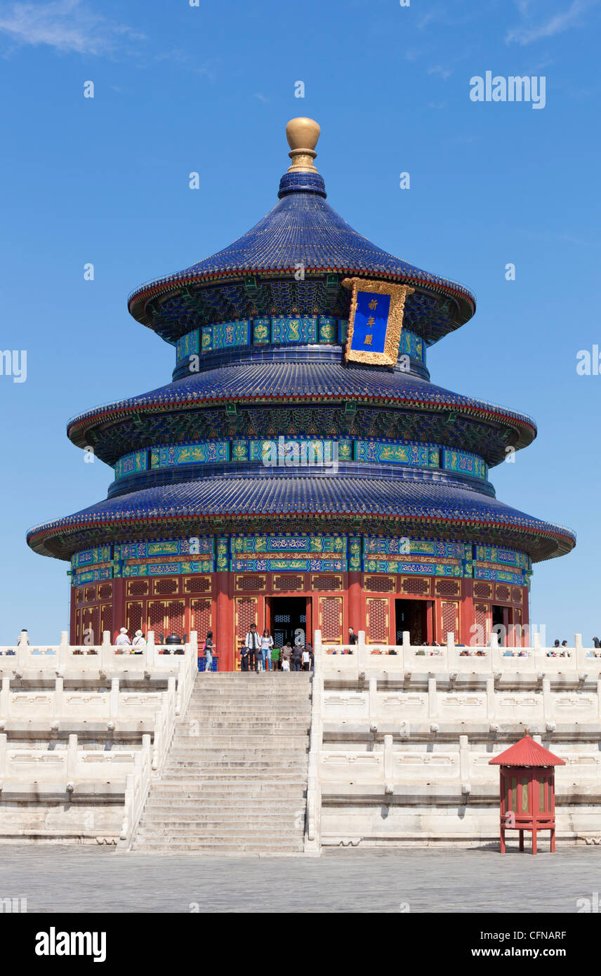 Tian Tan complex, crowds outside the Temple of Heaven (Qinian Dian temple), UNESCO World Heritage Site, Beijing, - Stock Image