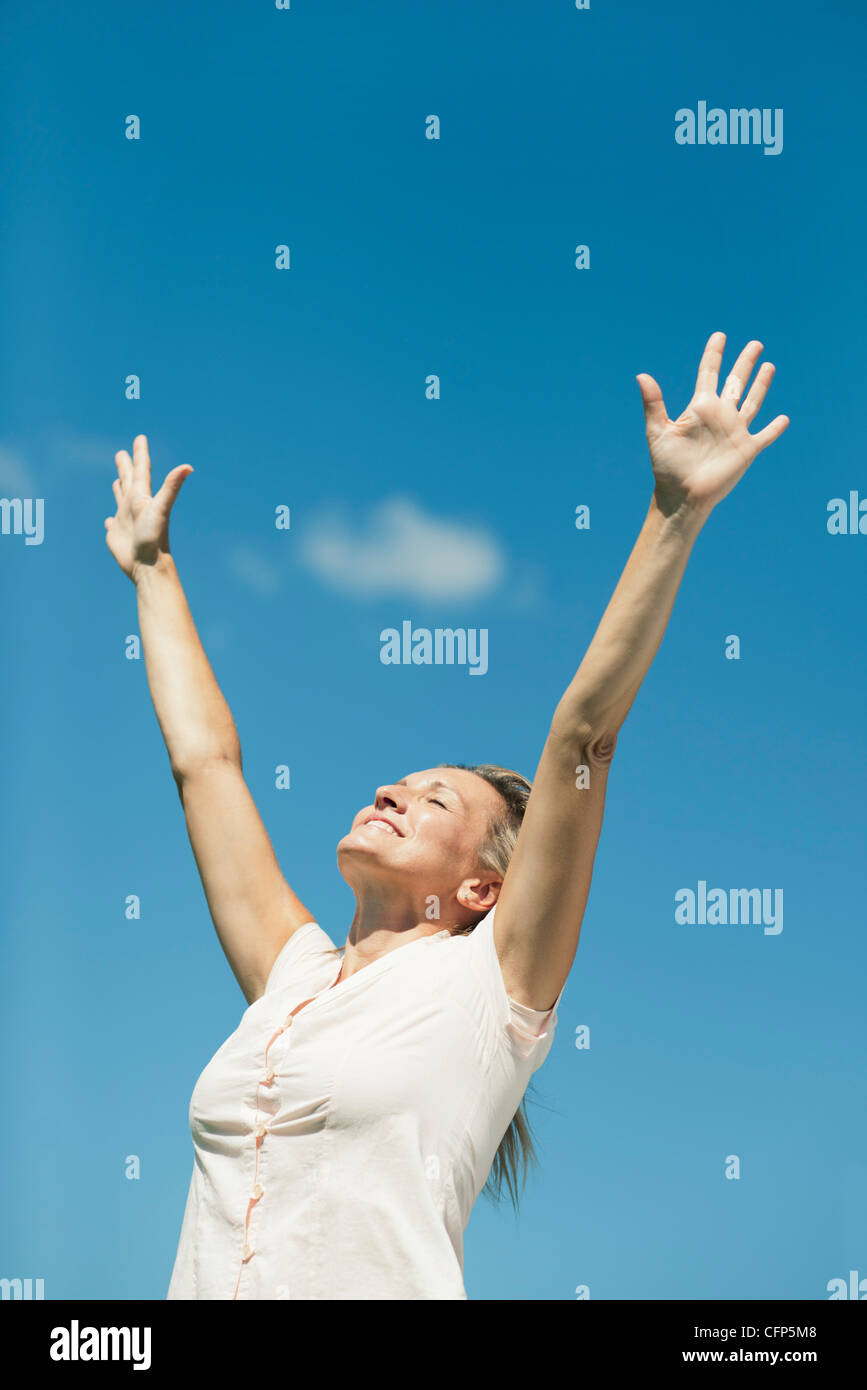 Woman in sun salutation pose outdoors - Stock Image