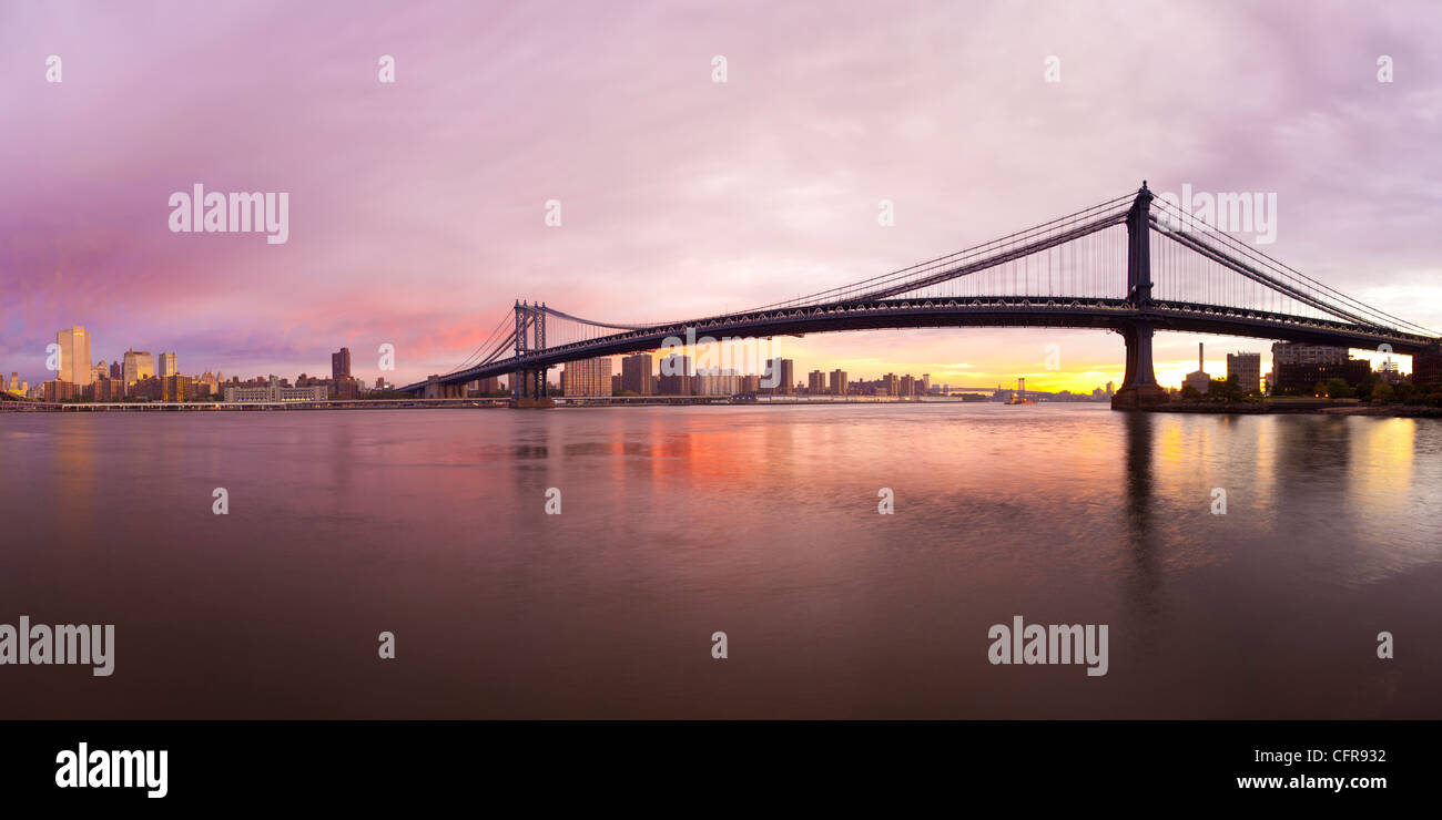 The Brooklyn and Manhattan Bridges spanning the East River, New York City, New York, United States of America, North - Stock Image