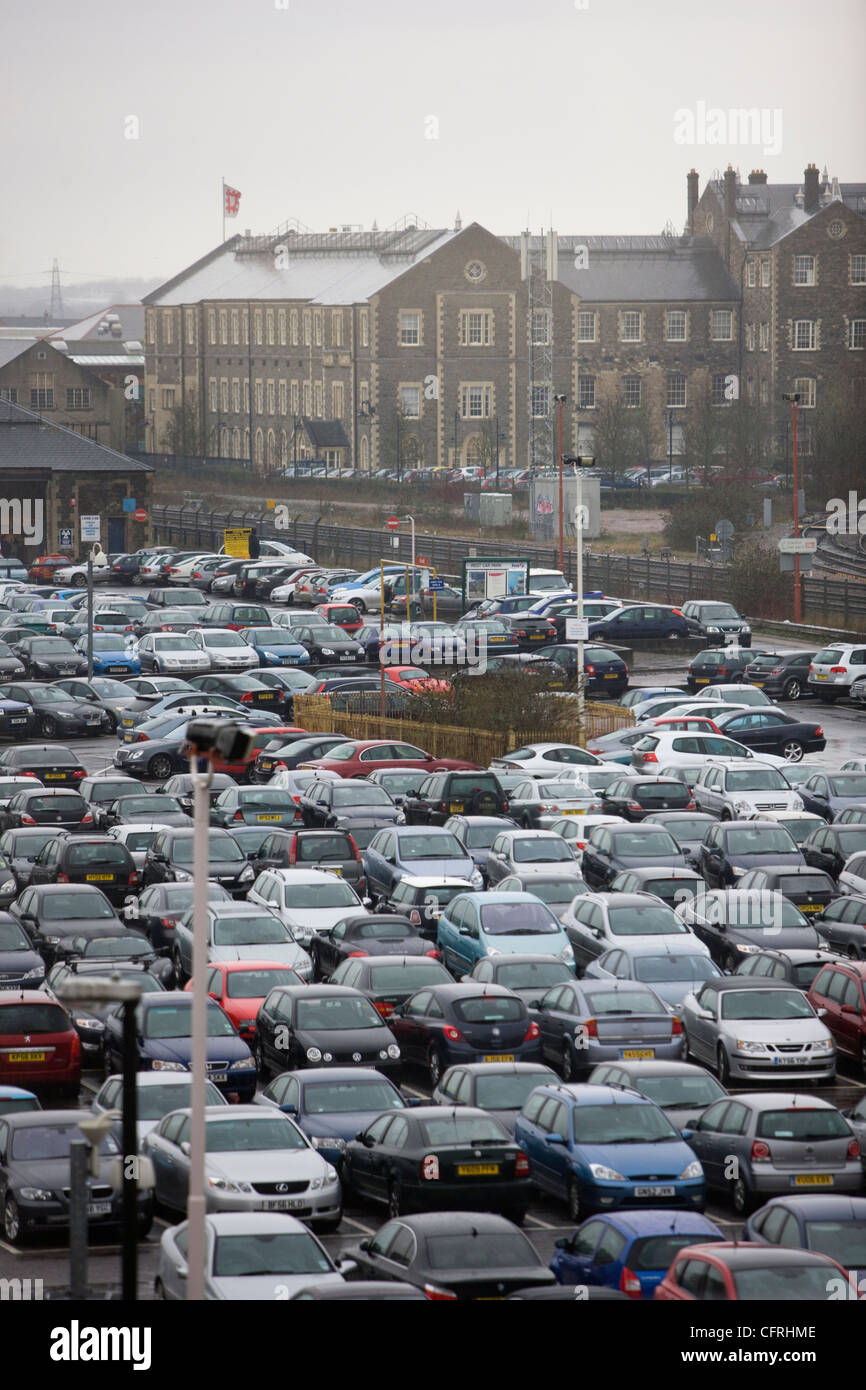 Large car park full of cars parked in front of the headquarters of English Heritage in Swindon, Wiltshire - Stock Image