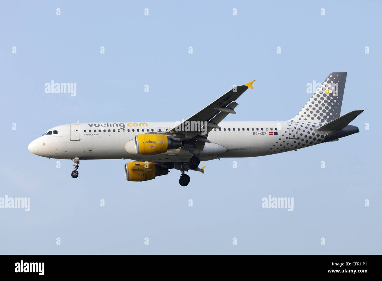 Vueling Airbus A320 EC-KDX on approach to Heathrow - Stock Image