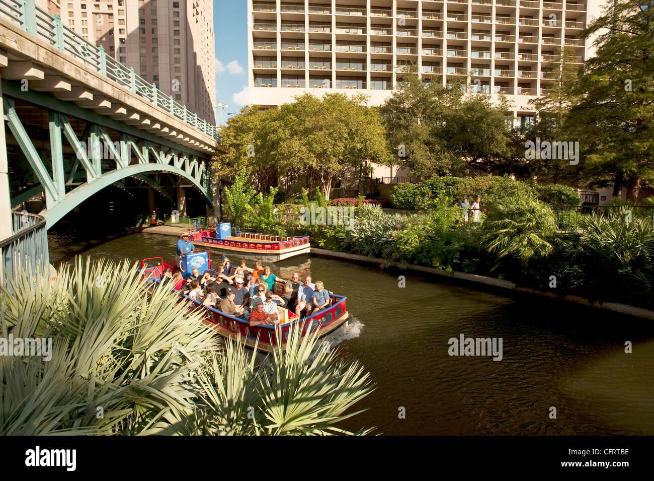 USA, Texas, San Antonio, Riverwalk, garden, gondolas, tourists, E ...