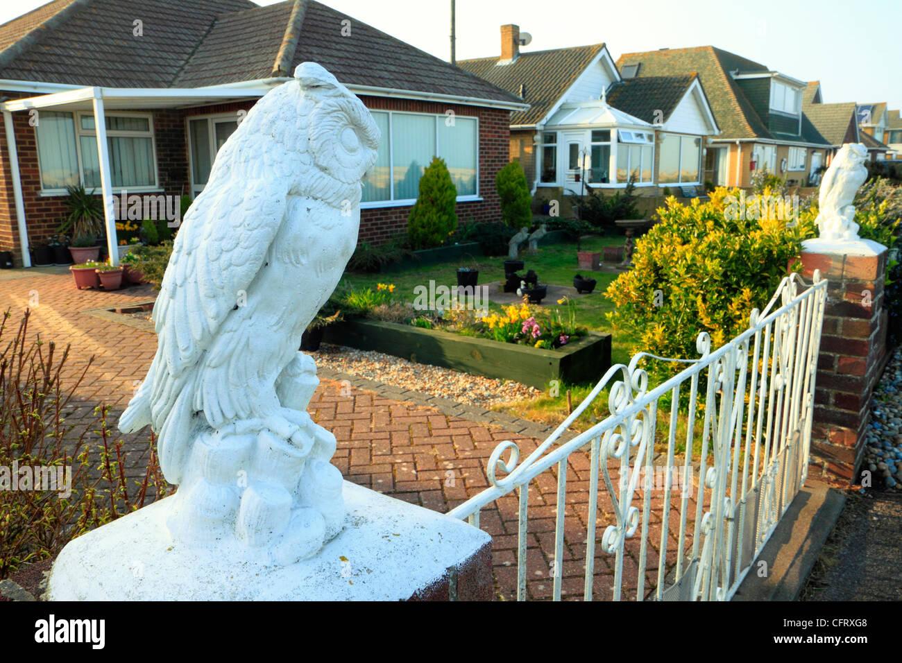 Ornamental owl figures on gatepost of house, Greatstone, Kent - Stock Image