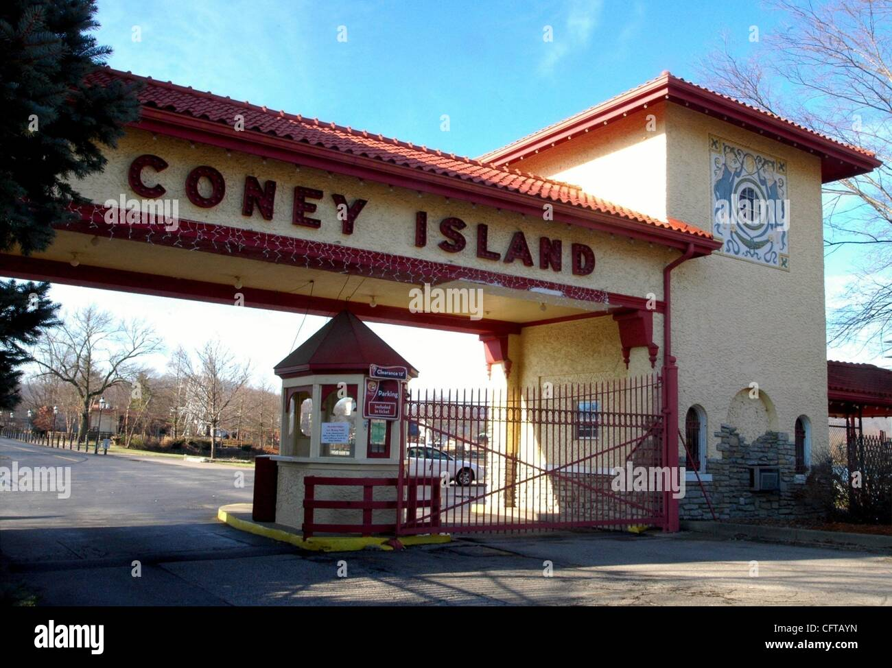 Dec 26, 2006 - Cincinnati, Ohio, USA - An icon of the township is Coney Island Park at the foot of Sutton Road and - Stock Image
