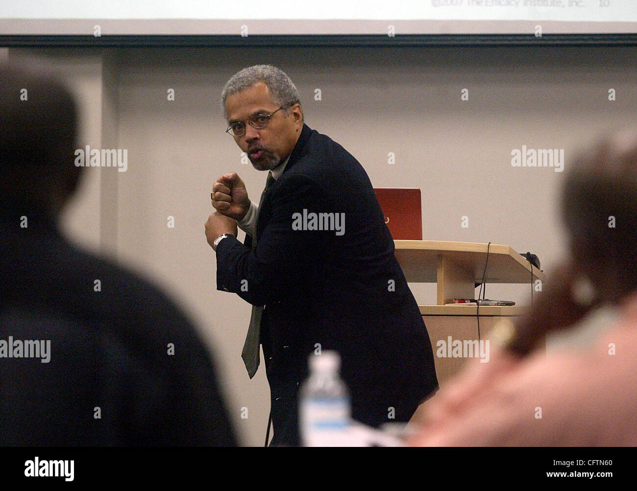 Jan 18, 2007 - Boca Raton, FL, USA - Consultant DR. JEFF HOWARD uses a baseball analogy while teaching school teachers - Stock Image