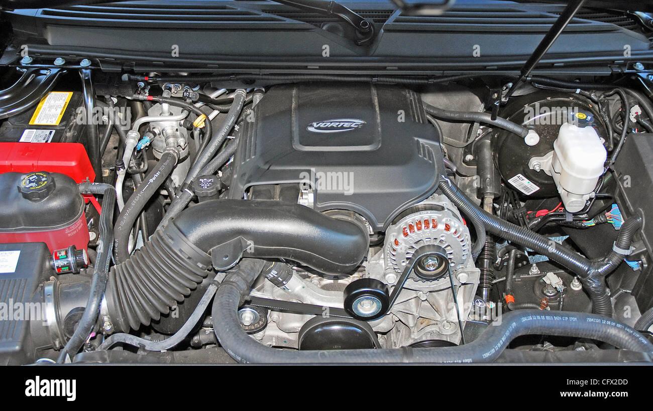 2018 Gmc Yukon Denali Xl >> 403hp Vortec V8 engine 2007 GMC Yukon Denali XL Stock Photo: 44213273 - Alamy