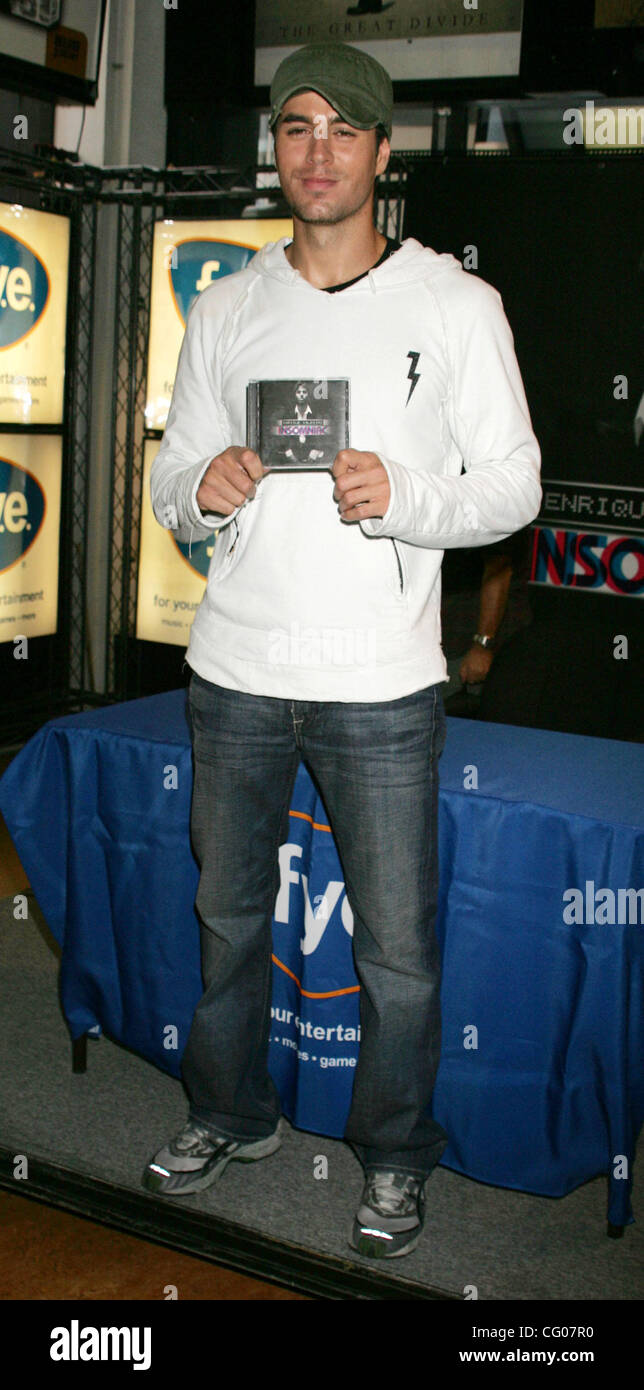 Jun 15, 2007 - New York, NY, USA - Singer ENRIQUE IGLESIAS promotes his new CD 'Insomniac' at FYE Rockefeller - Stock Image