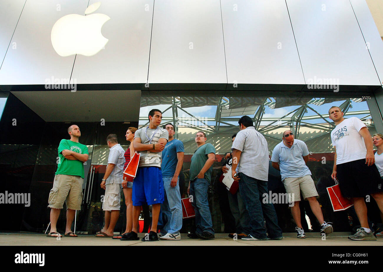 FOR METRO - Customers wait in line to purchase the iPhone, from the La Cantera Apple store, which went on sale at - Stock Image