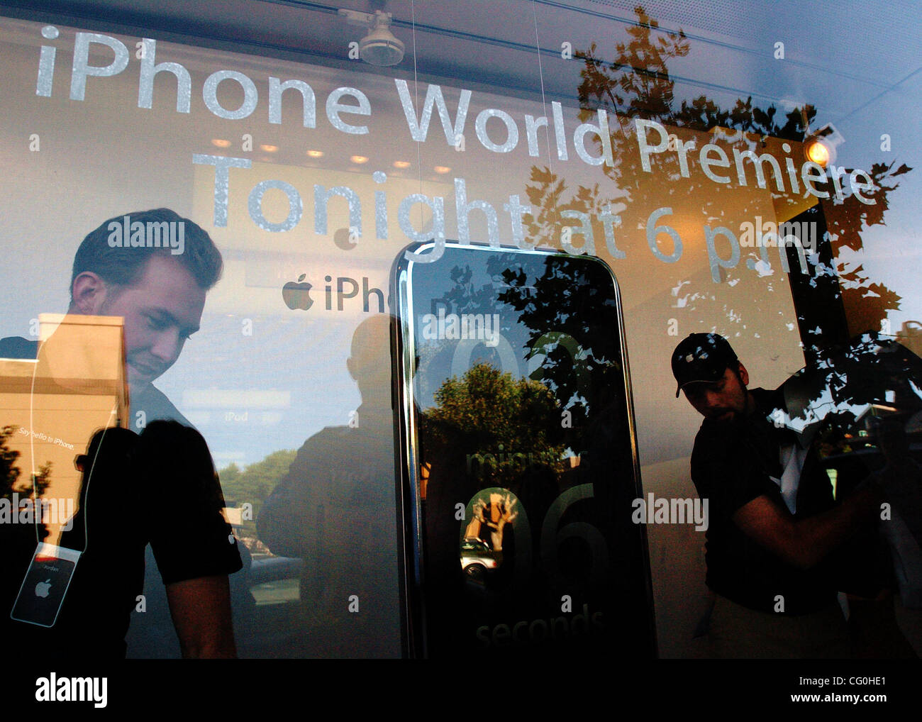 Just before 6:00pm, Apple employees open up shop during the launch of the iPhone at the Apple store in Walnut Creek, - Stock Image