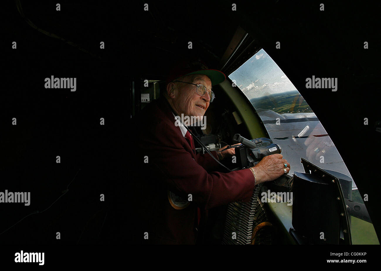 July 6th, 2007 - Blaine, MN, USA -  Eighty-five-year-old Ray Elias, White Bear Lake, takes in the sights and sounds Stock Photo