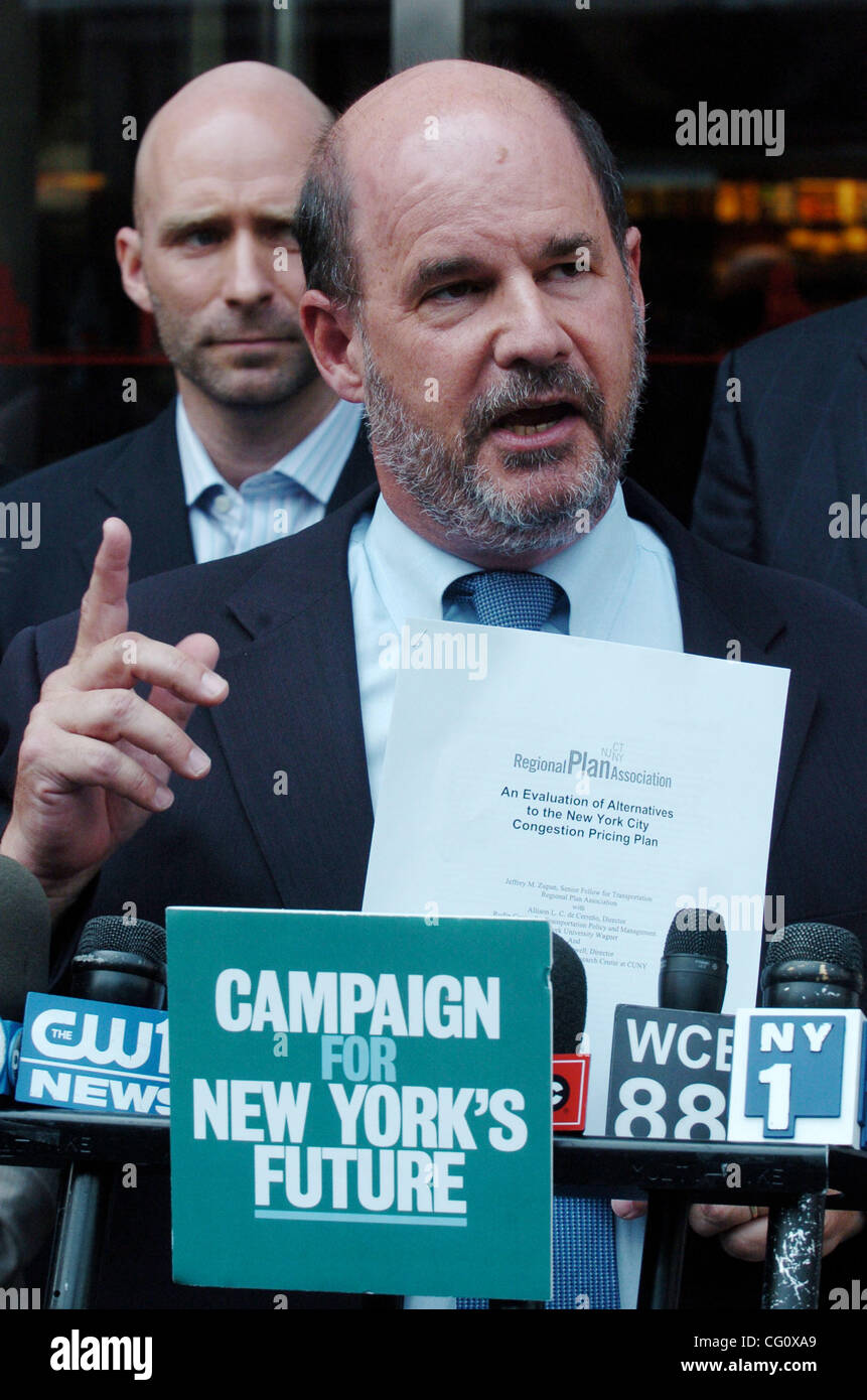 Robert Yaro of the Regional Plan Association speaks as leading members of the Campaign for New York's Future - Stock Image