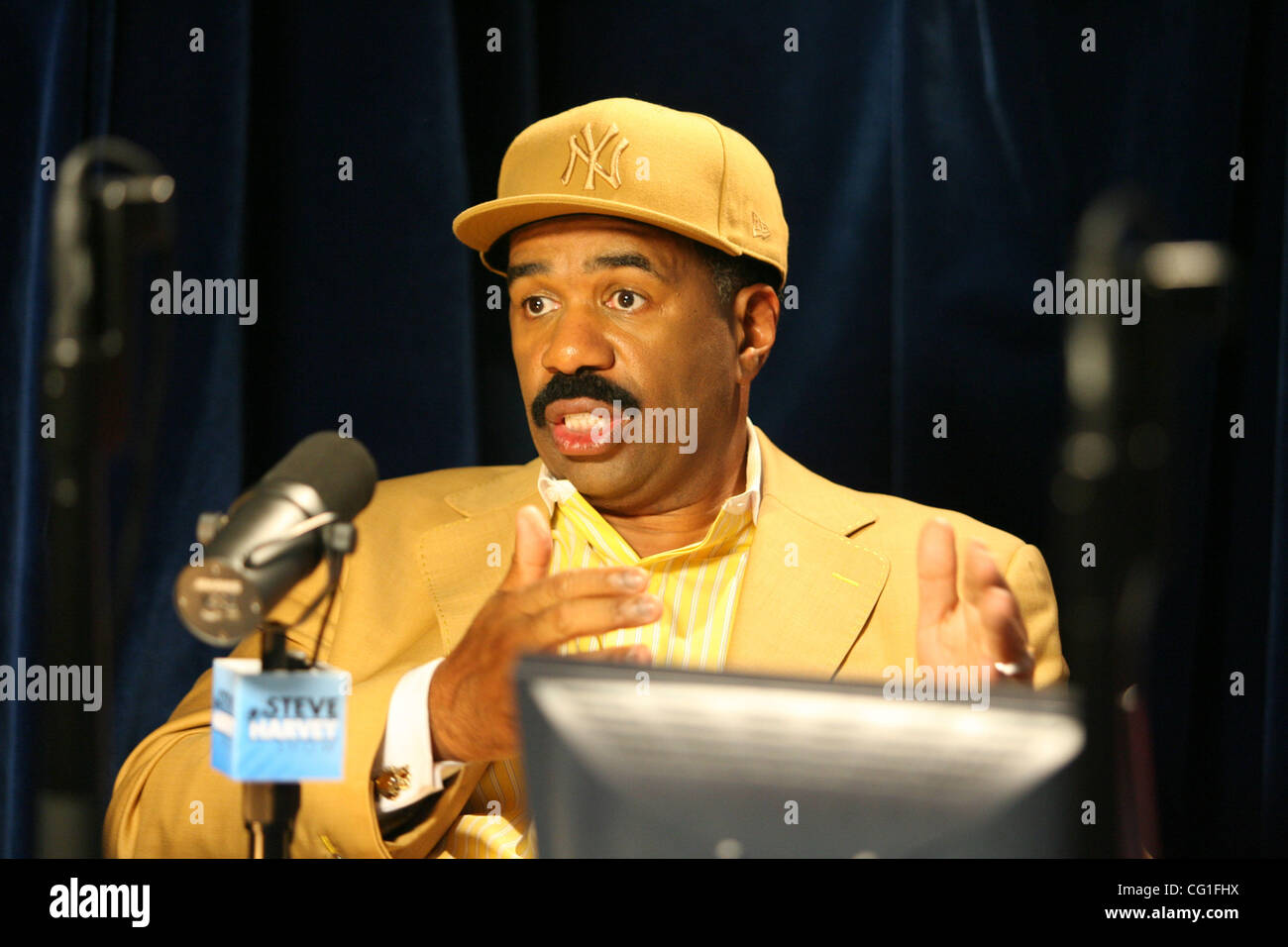 'The Steve Harvey morning show'  that airs on WBLS 107.5 in New York studios today Aug. 13, 2007. Photo - Stock Image