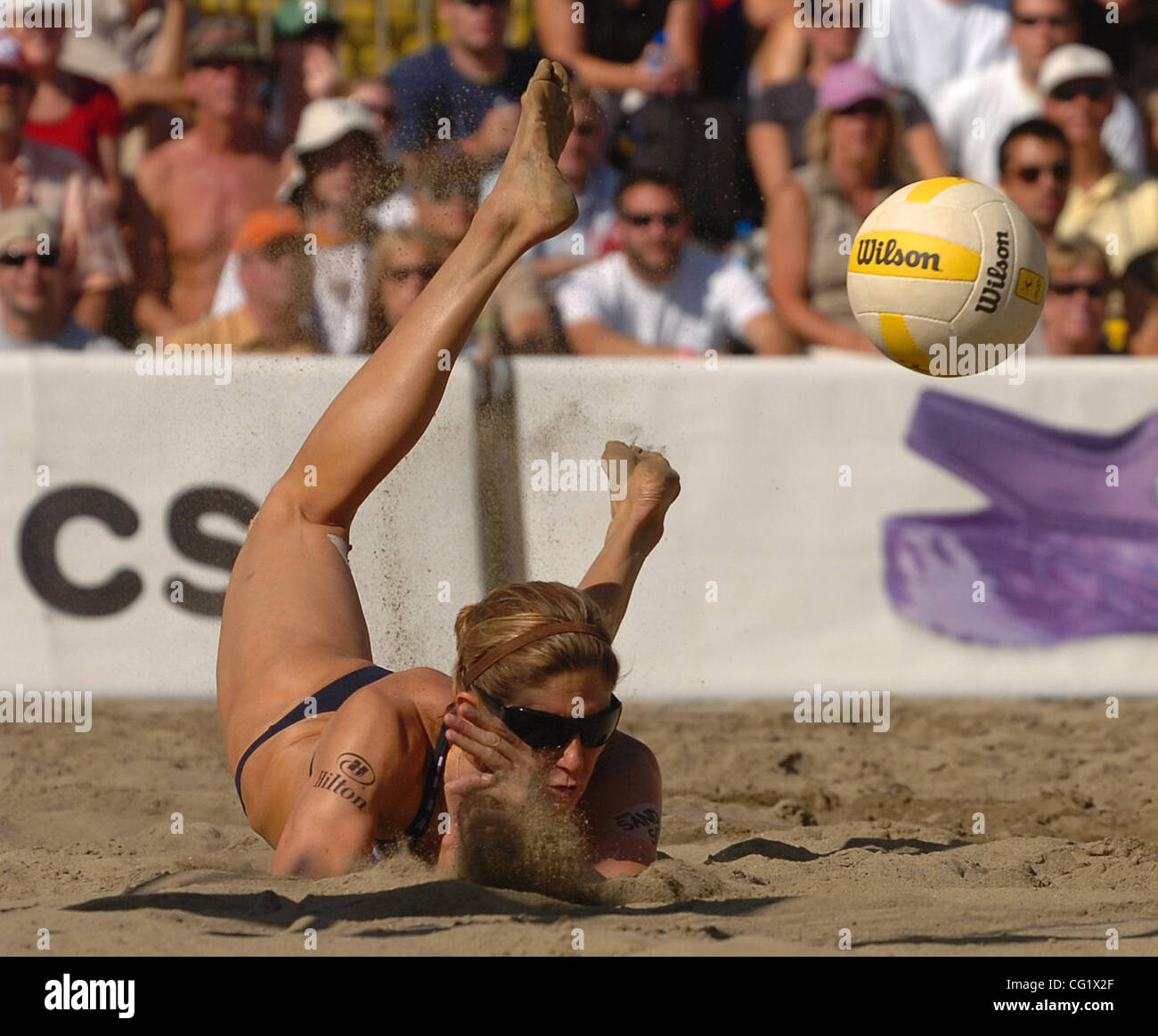 Nicole Branagh dives for a shot in the Women's Final match during the 2007 AVP Crocs Tour San Francisco Best - Stock Image
