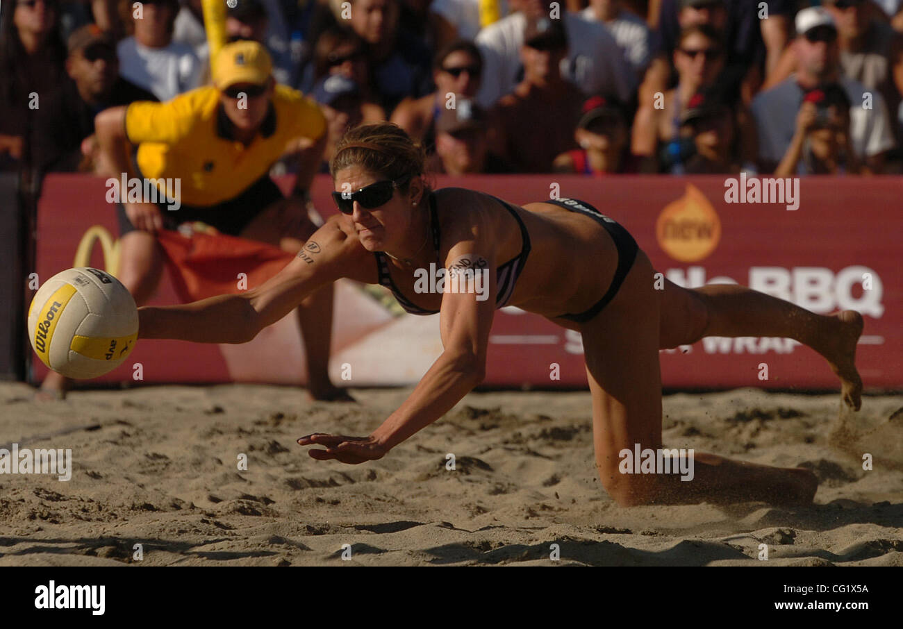Nicole Branagh fails to return a shot in the Women's Final match during the 2007 AVP Crocs Tour San Francisco - Stock Image