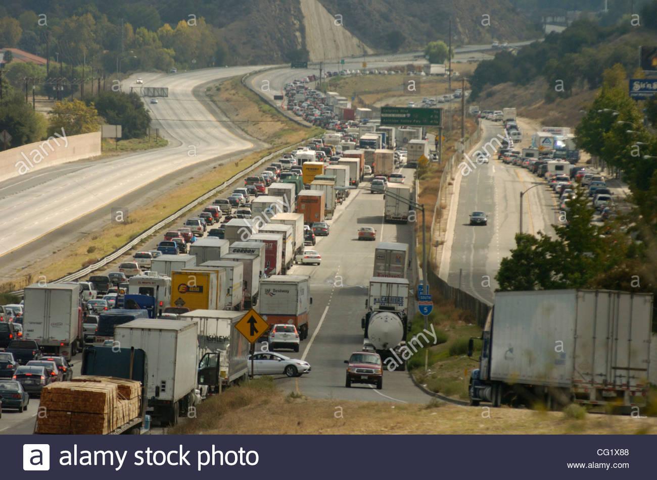 Traffic Is Diverted Off The 5 Freeway South At Calgrove In Santa Clarita Sa Ay Afternoon October 13 2007 After A Crash Involving Several Big Rigs