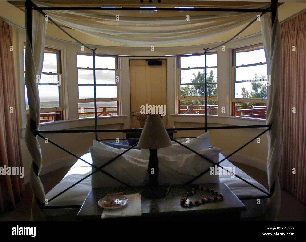 Sacramento Bee/ Janet Fullwood 6/ / 07 This room at the Lodge at Molokai Ranch features a semi-circular wall of - Stock Image