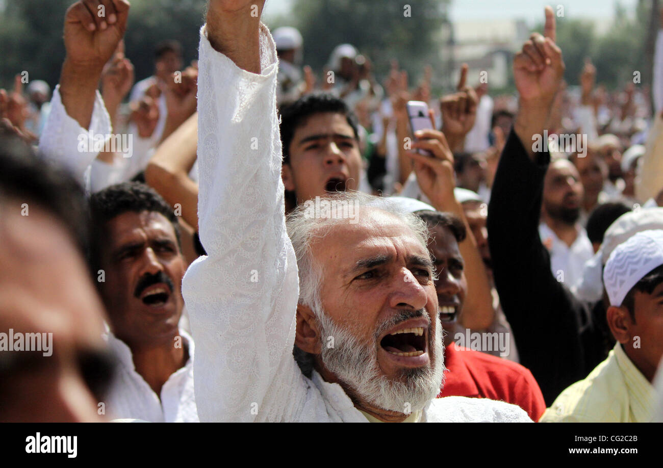 Kashmiri Muslim protestors shout pro-freedom slogans during  Eid al-Fitr prayers in Srinagar,  the summer capital - Stock Image