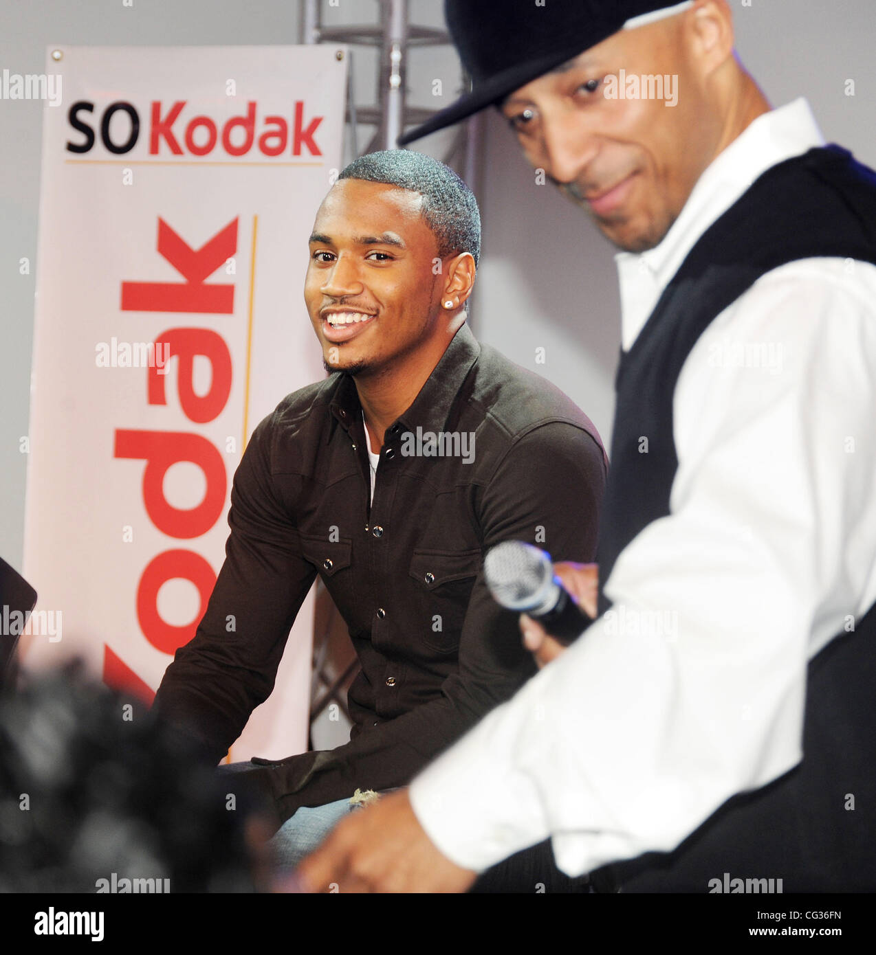 Trey songz meetgreet for the beat 1003 at sigma sound philadelphia trey songz meetgreet for the beat 1003 at sigma sound philadelphia usa 161210 m4hsunfo