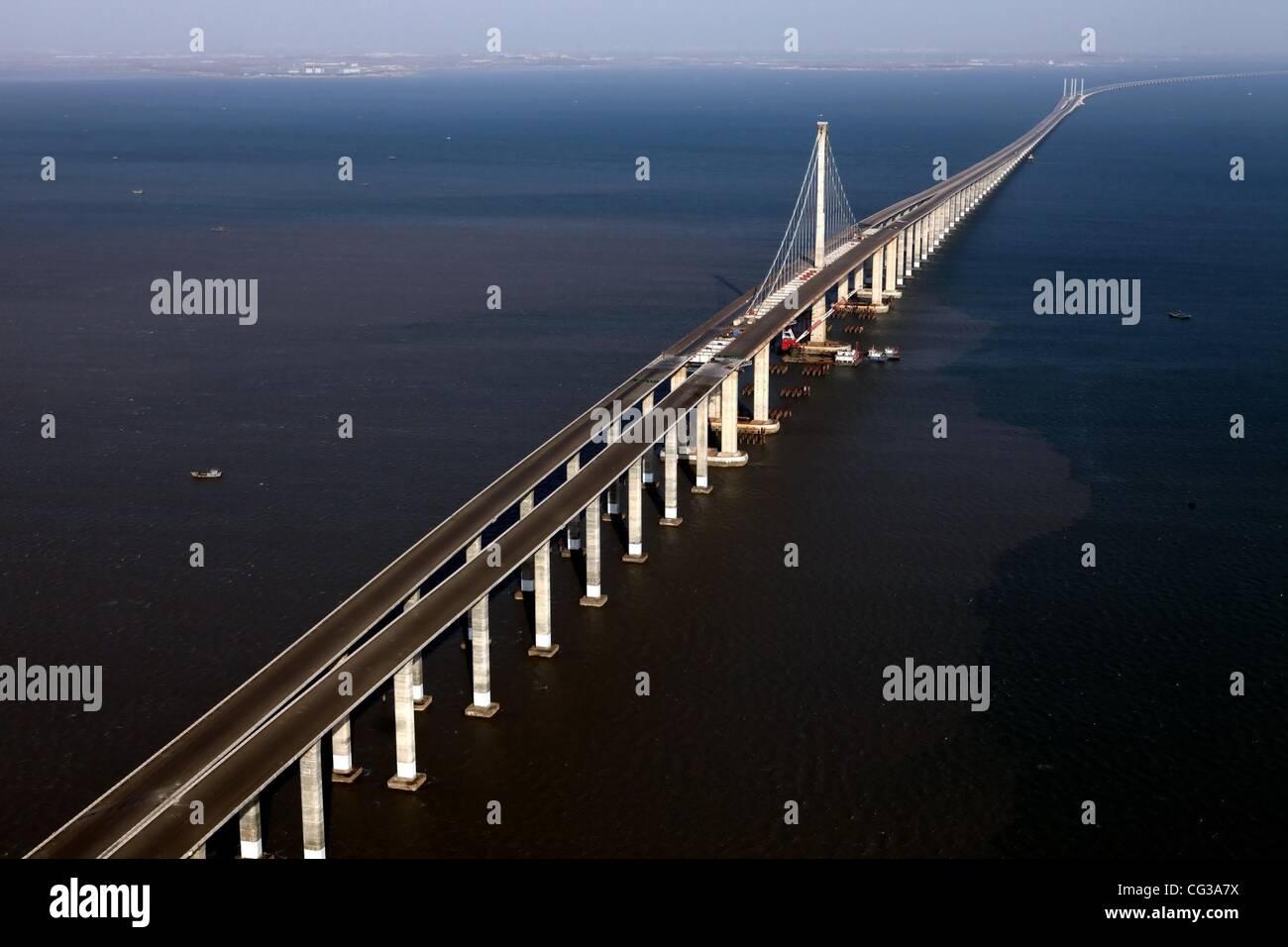 Qingdao Haiwan Bridge Jiaozhou Stock Photos Amp Jiaozhou Stock Images Alamy