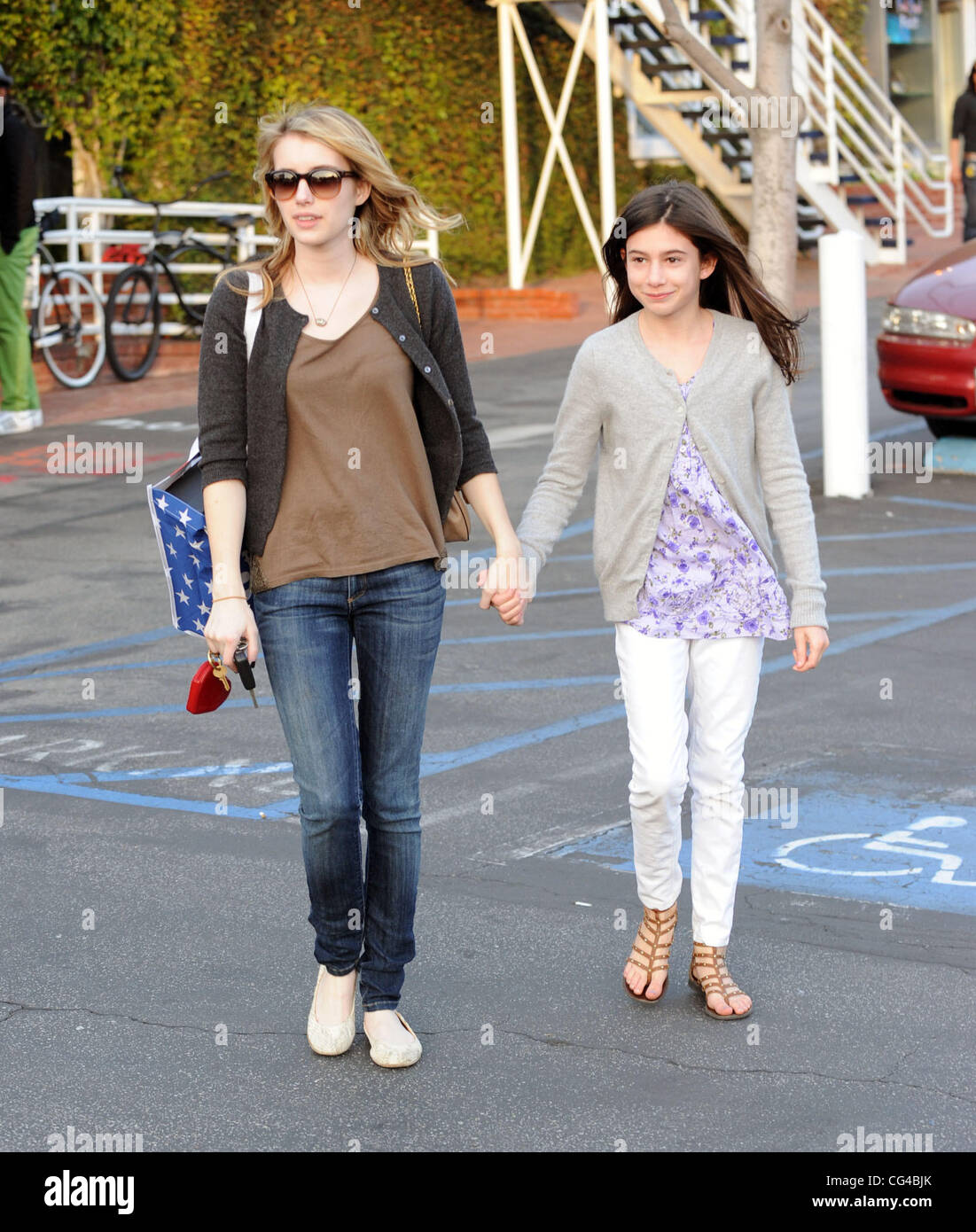 Emma Roberts And Sister Grace Roberts Leaving Fred Segal In West Stock Photo Alamy