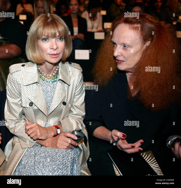 Anna Wintour and Grace Coddington Mercedes-Benz IMG New York Fashion Week Spring/Summer 2011 - Diane Von Furstenberg - Stock Image