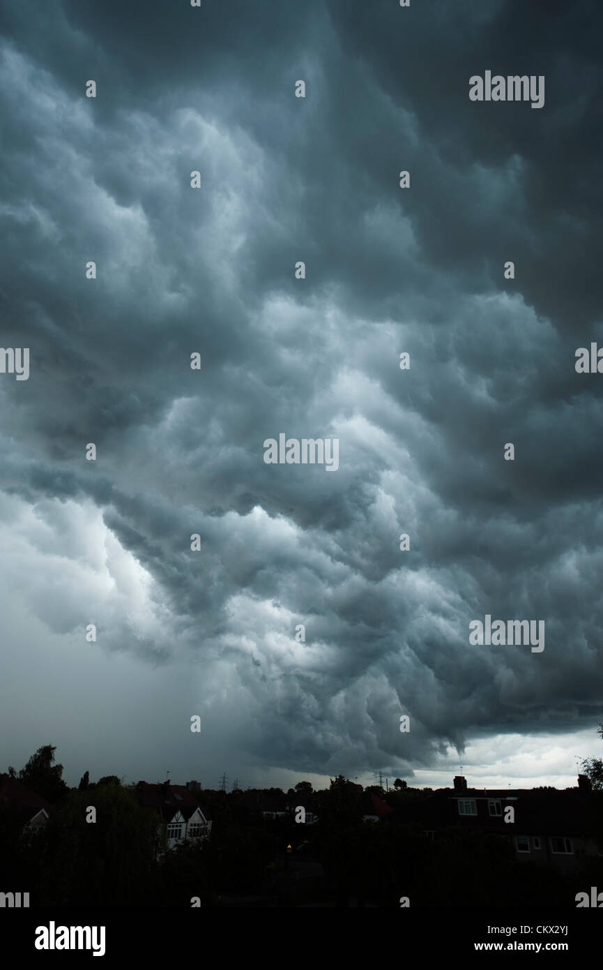 London, UK. 25th August 2012. Dramatic grey storm clouds form over London followed by torrential rain and thunderstorms - Stock Image