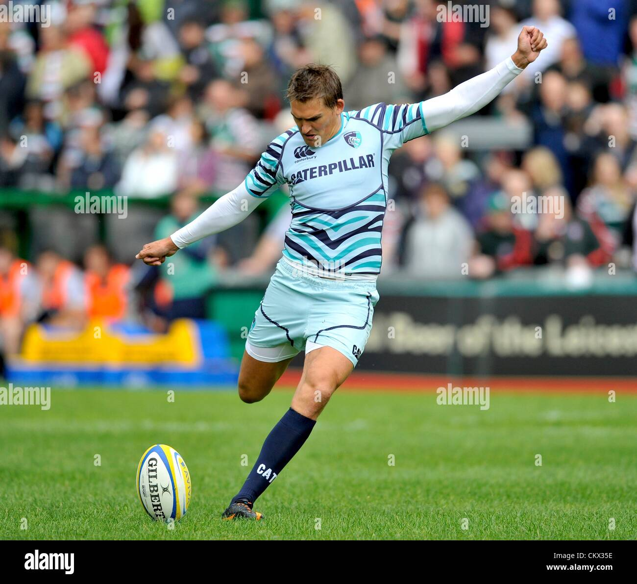 Leicester, UK. Saturday 25th August 2012. Toby Flood of Leicester Tigers kicks a conversion during the pre season Stock Photo