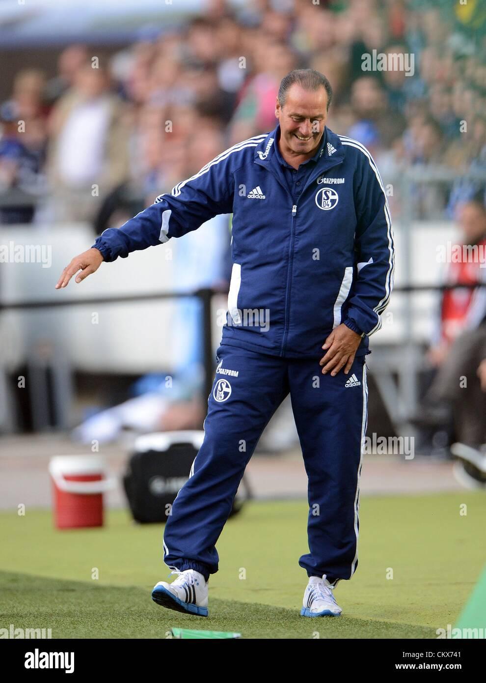 26 August 2012. Hanover, Germany. Schalke's head coach Huub Stevens gestures at the sideline during the Bundesliga - Stock Image