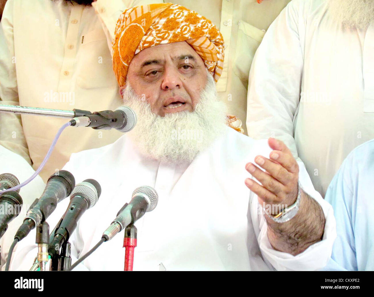 Jamiat Ulema-e-Islam (JUI) Chief, Mulana Fazal-ur-Rehman  gestures during a press conference in Sukkur on Thursday, - Stock Image