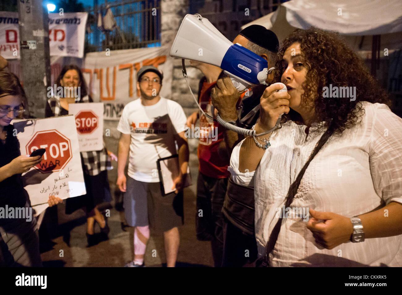 Jerusalem, Israel. 30th Aug 2012. Egyptian-born, British, Palestinian, Manal Timraz, 42, joins Israeli peace advocators. - Stock Image
